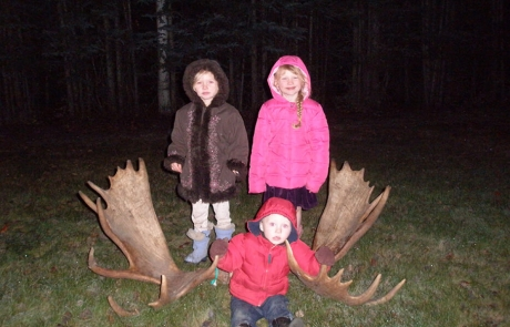 Holbrook-Kids-with-Trophy-Moose